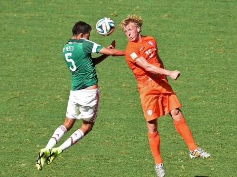 Chameleon Dirk Kuyt drives Netherlands to the quarter-finals