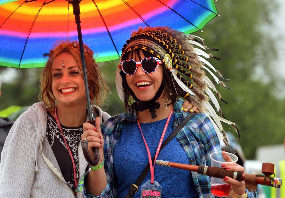 Glastonbury 2014: Festival goers braced for thundery showers and wet weather – but here's how you can beat the rain