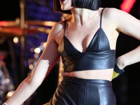 Jessie J suffers wardrobe malfunction but handles it like a dude