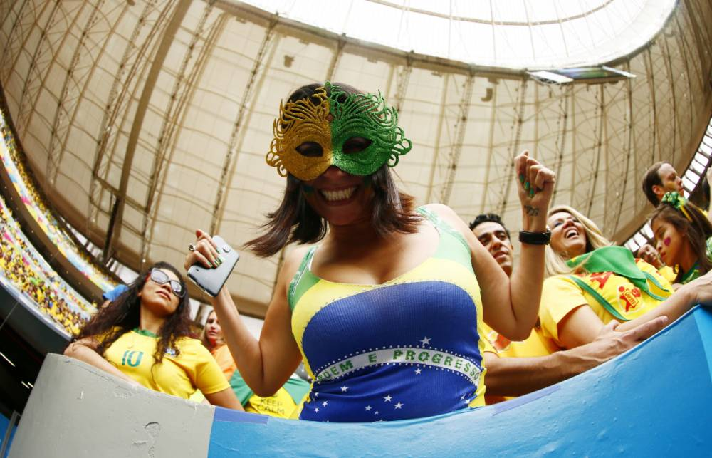 Pictures: Brazil goes nuts – Brazilian fans celebrate Brazil winning Group A of World Cup 2014
