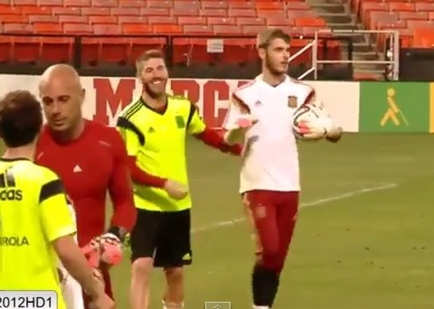 David De Gea unimpressed by Sergio Ramos' 'Panenka' penalty in Spain training