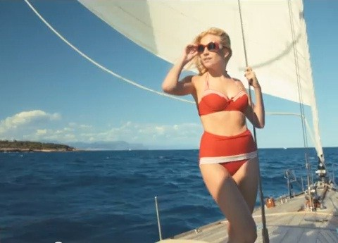 Pixie Lott's new video lands for Lay Me Down