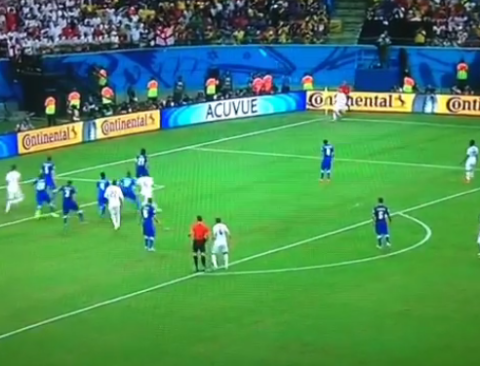 Wayne Rooney takes the worst corner kick ever as England lose to Italy