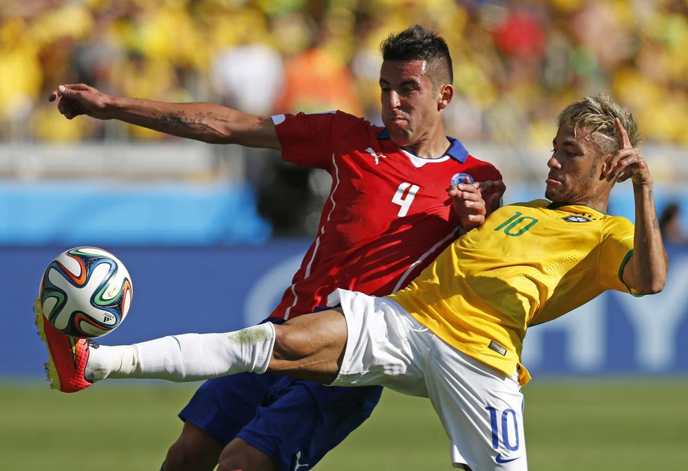 Newcastle looking to trump Liverpool and Arsenal in bid for Chile star Mauricio Isla