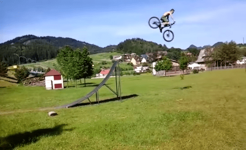 Cyclist attempts enormous ramp, proves he is dumbest person on earth