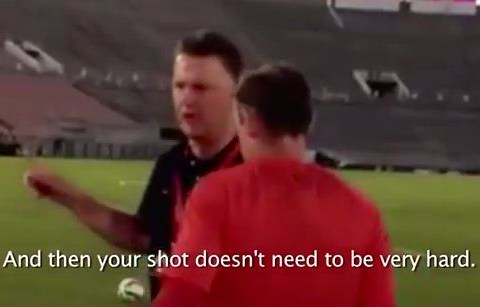 Louis van Gaal gives Wayne Rooney and Antonio Valencia the most ridiculously basic coaching ever