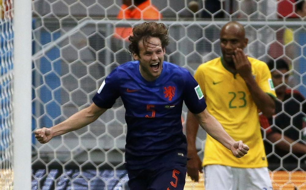 Daley Blind doesn't want defender role at Manchester United, says Ajax boss Frank de Boer