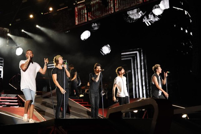 NEW YORK, NY - AUGUST 04: (EDITORIAL USE ONLY; NO COVERS; NO USE IN ANY MAGAZINE OR OTHER PUBLICATION BASED PREDOMINANTLY ON ONE DIRECTION OR ANY ONE OR MORE MEMBERS OF ONE DIRECTION) One Direction performs onstage during the 'Where We Are' tour at Met Life Stadium on August 4, 2014 in New York City. Kevin Mazur/OneD/Getty Images