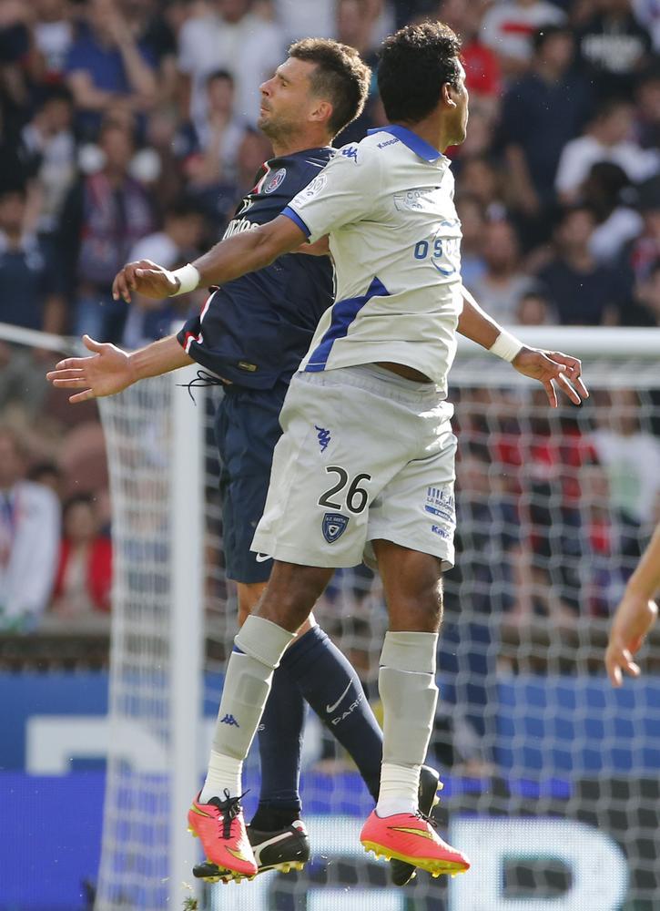 Bastia's Brandao headbutts PSG midfielder Thiago Motta in post-match altercation
