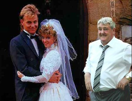 Hull City boss Steve Bruce at weddings is definitely the best thing on the internet