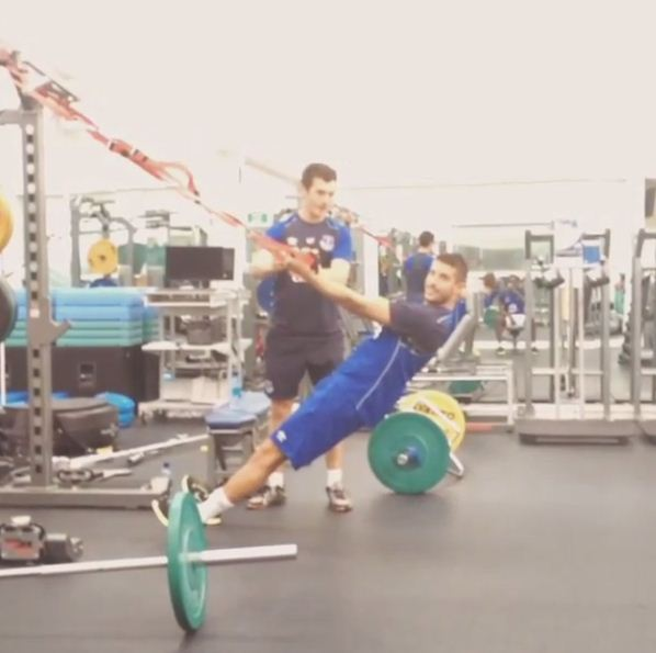 Everton's Kevin Mirallas does hardcore TRX workout, Romelu Lukaku adds interesting commentary