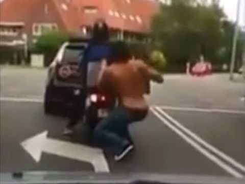 Sneaky shirtless thief steals pizza from delivery guy at traffic lights