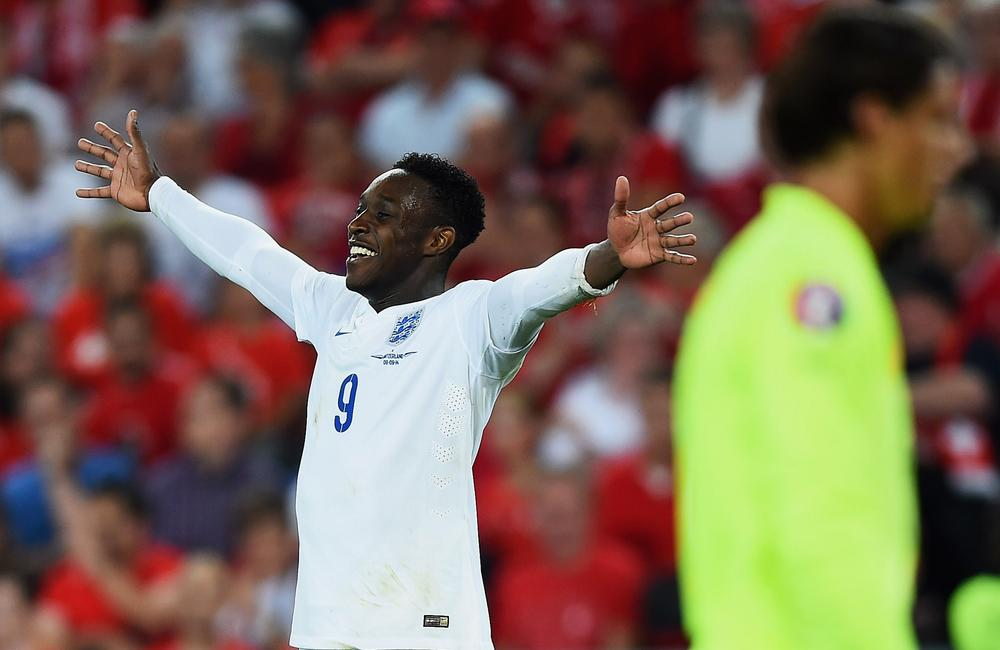 Manchester United trolled on Twitter after new Arsenal striker Danny Welbeck scores twice for England against Switzerland