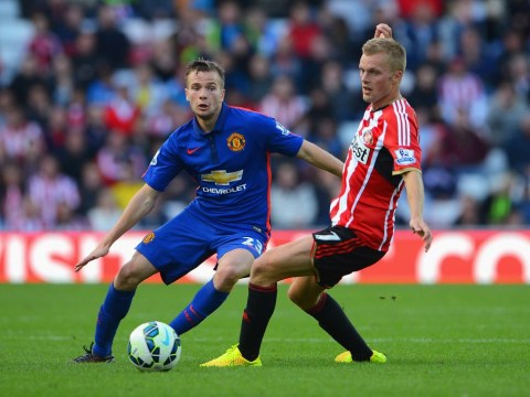 Everton looking to tie up loan deal for Manchester United's Tom Cleverley despite Aston Villa interest