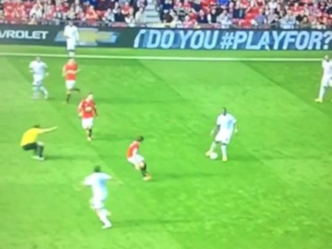 Phil Dowd does his best  'Steven Gerrard slip' impression during Manchester United vs QPR