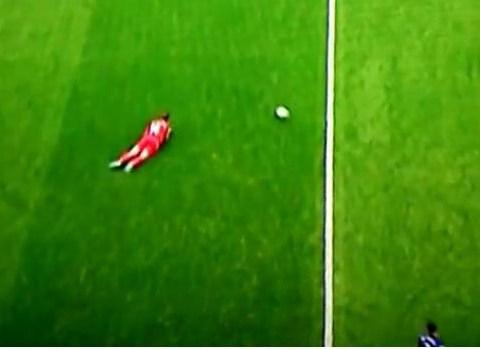 Jordan Henderson shows he's definitely the new Steven Gerrard after this slip v Everton