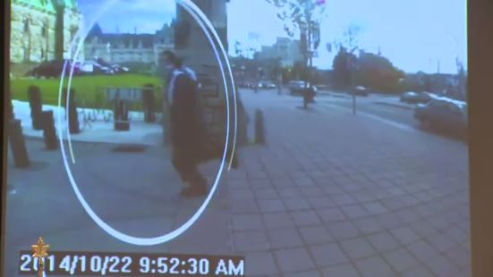 Alarming footage of gunman (Picture: Twitter)