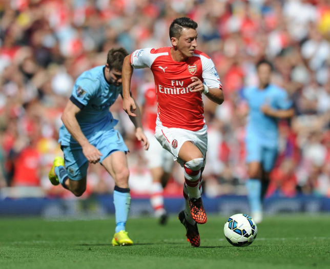 Man City seriously want to bring in Mesut Ozil (Picture: Getty)