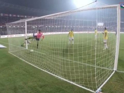 David James makes hilarious error in Indian Super League match, ends up hurting himself kicking post