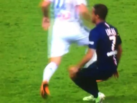Lucas Moura completely owns Marseille player during PSG win – without even touching ball