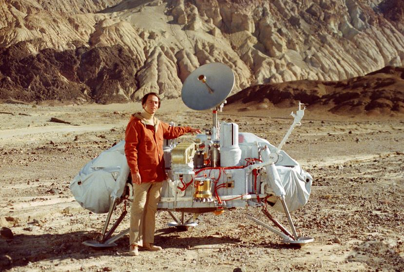 A NASA employee claims to have seen people walking on Mars in 1979 next to the Viking Lander (Picture: NASA)