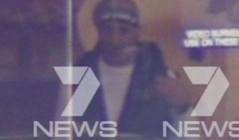 Sydney siege: Gunman asks for Islamic State flag in return for 'some hostages'