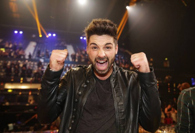 Ben Haenow helps fan propose to girlfriend on-stage during the X Factor tour