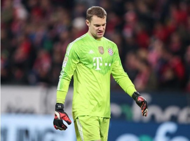 Manuel Neuer looks dejected after conceding against Mainz