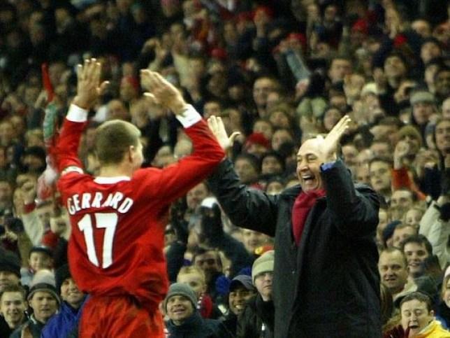 Steven Gerrard and Gerard Houllier celebrate together