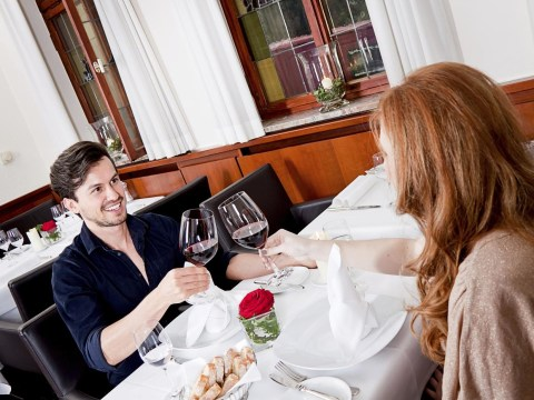 10 obvious signs you are parents on a date night