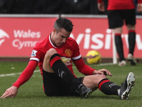 Robin van Persie leaves Liberty Stadium on crutches after Swansea defeat, Manchester United fans celebrate