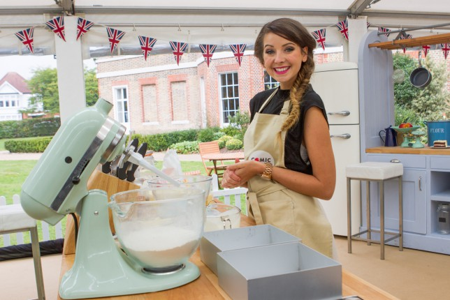 Bit Of Comic Relief For Tonights >> Great Comic Relief Bake Off 2015 Zoella Is On Tonight S Episode And
