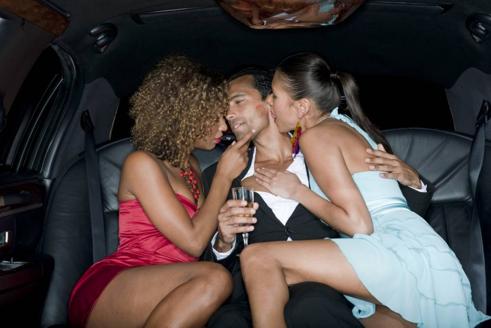 15 things guaranteed to happen when you try to have sex in your car