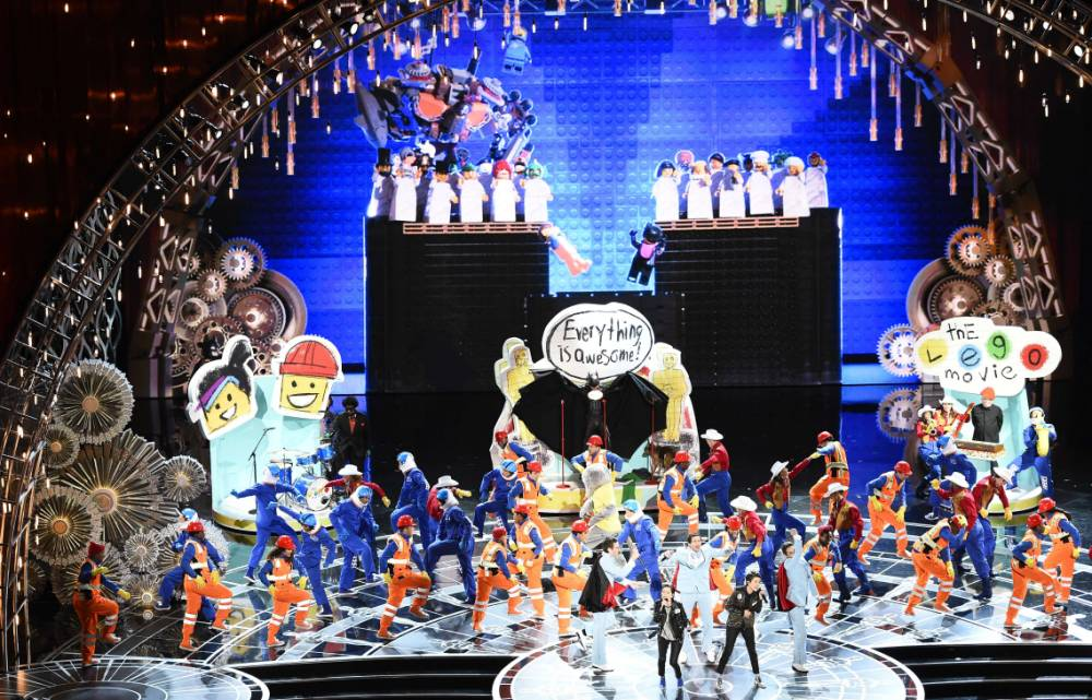 Performers present the song of the Lego movie on stage for the 87th Oscars February 22, 2015 in Hollywood, California. AFP PHOTO / ROBYN BECKROBYN BECK/AFP/Getty Images
