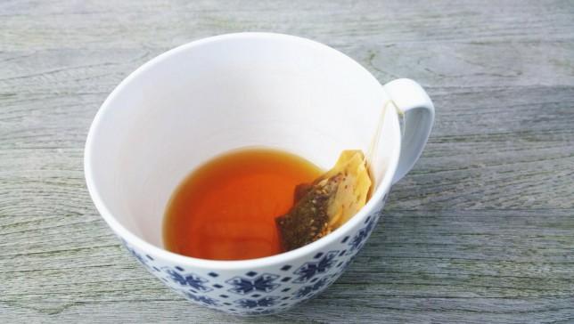 Close-Up Tea Cup With Teabag On Table Stephan Kaps / EyeEm/Stephan Kaps / EyeEm