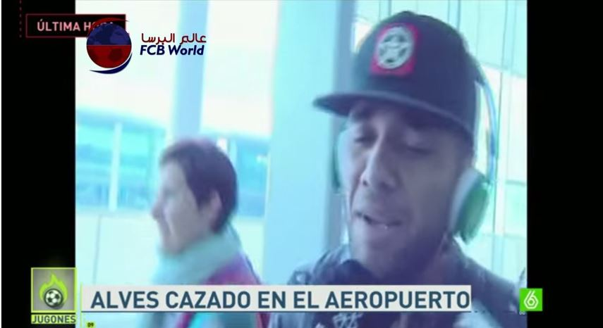 Barcelona's Dani Alves responds to repeated questions by journalists at airport by singing
