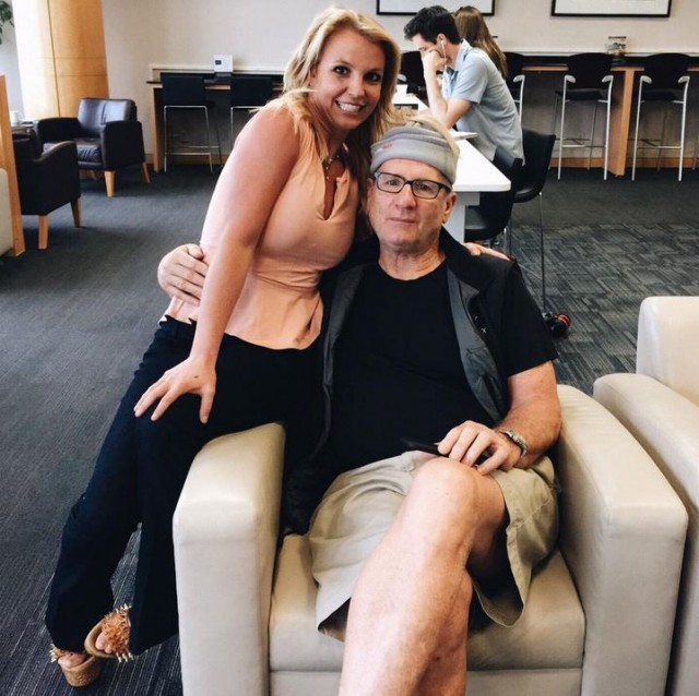 Britney Spears gets mucho excited meeting Modern Family star Ed O'Neill