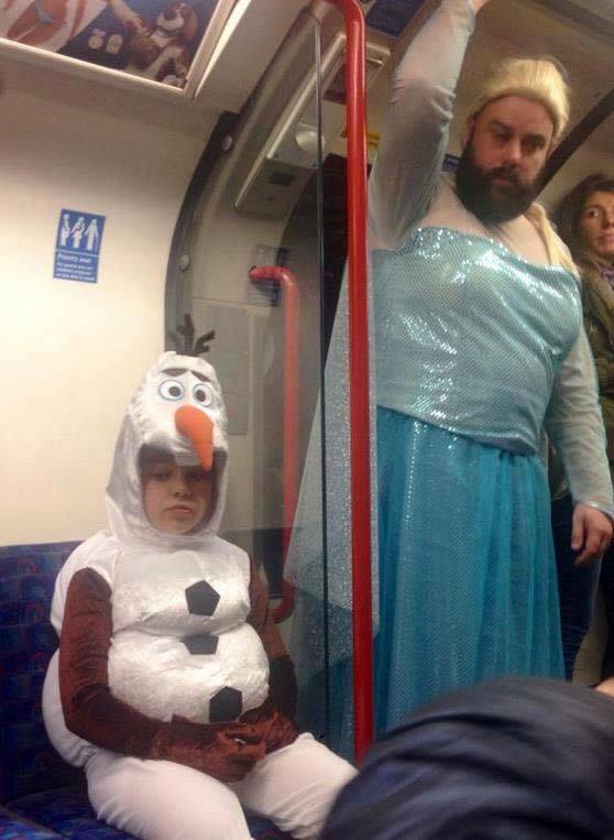 Dad dresses up like Frozen's Elsa (Picture: Twitter)