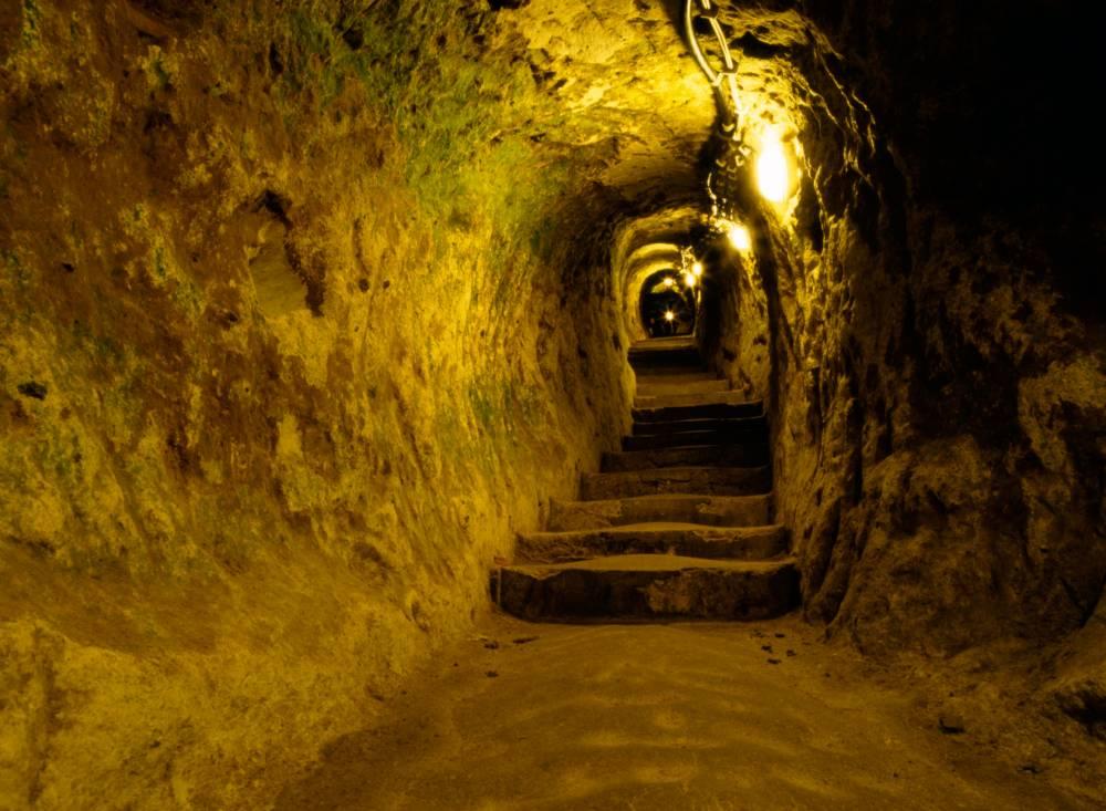 ABKTFH A passage in the Turkish underground city of Derinkuyu. Image shot 2007. Exact date unknown.