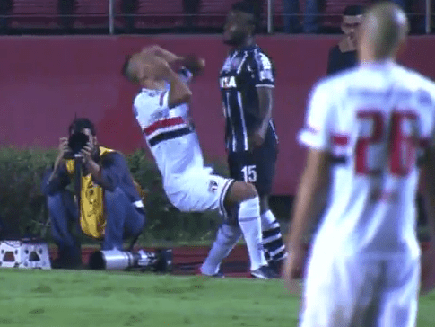 Sao Paulo striker Luis Fabiano receives red card for worst bit of playacting ever against Corinthians