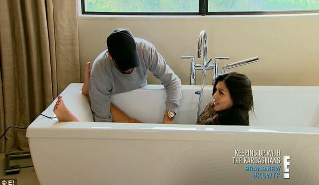 Watch The Moment Scott Disick Shaves Wife Kourtney -2317