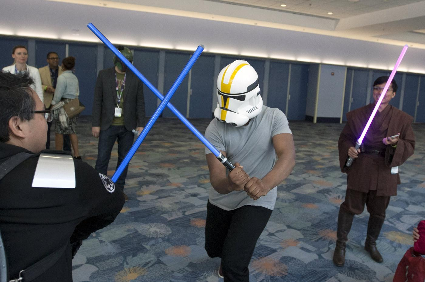 Star Wars: The Force Awakens star John Boyega uses cunning disguise to wander through crowds at convention