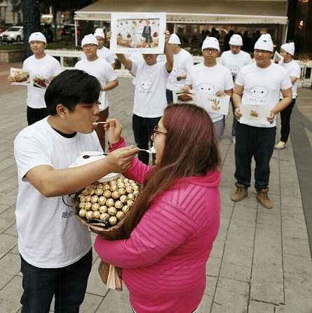 He proposed with a bouquet of chocolates (Picture CEN)