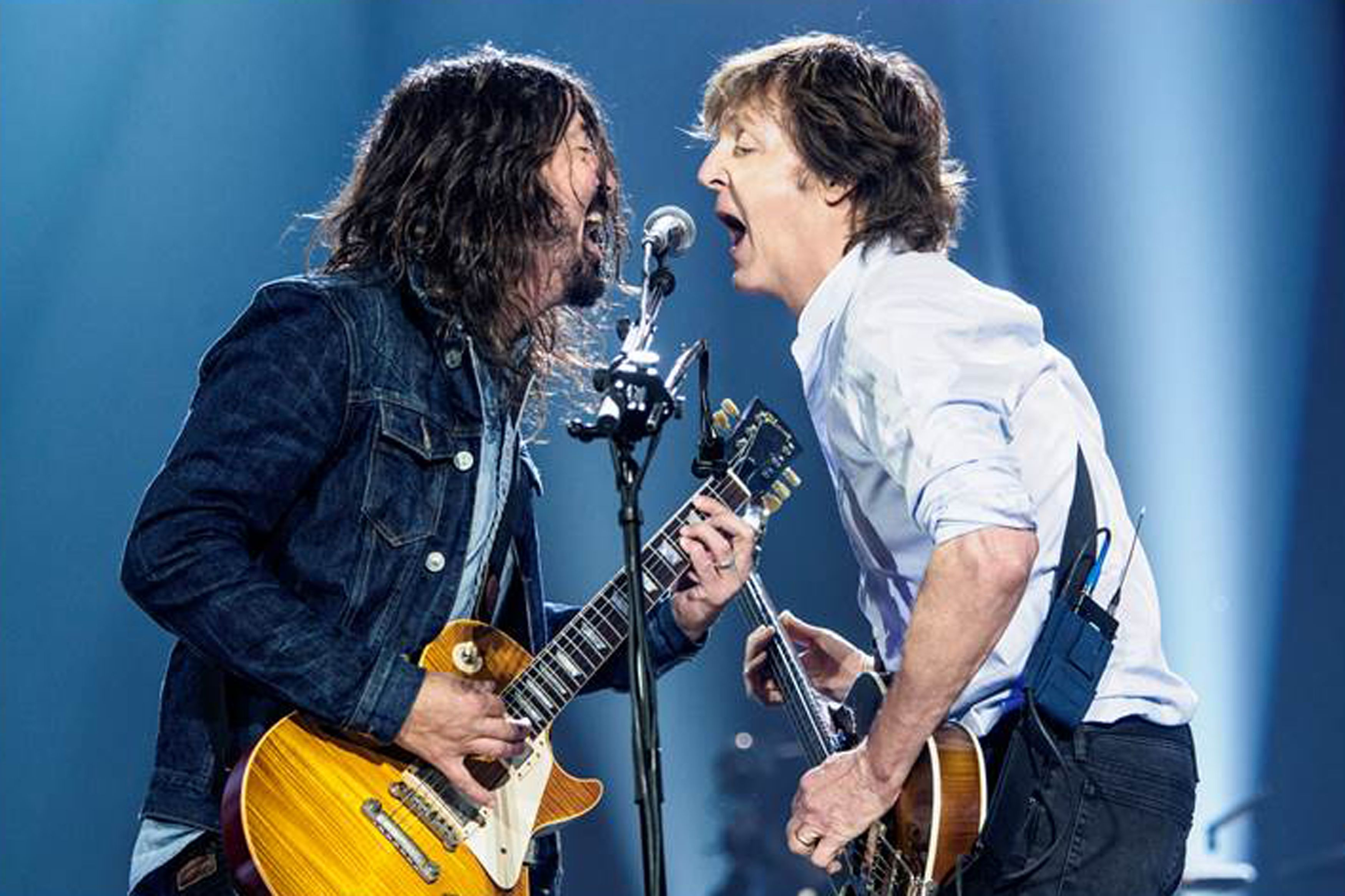 Dave Grohl joined Paul McCartney to play The Beatles song I Saw Her Standing There and it was amazing