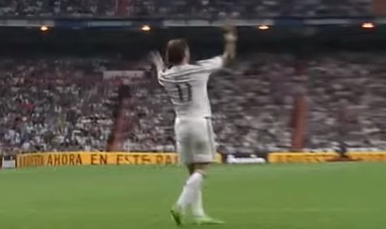 Real Madrid's Gareth Bale throws strop after James Rodriguez doesn't pass to him