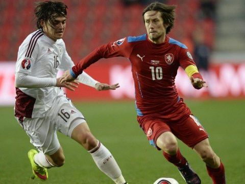Tomas Rosicky signs one-year contract extension at Arsenal, ending  talk of a move in the summer transfer window