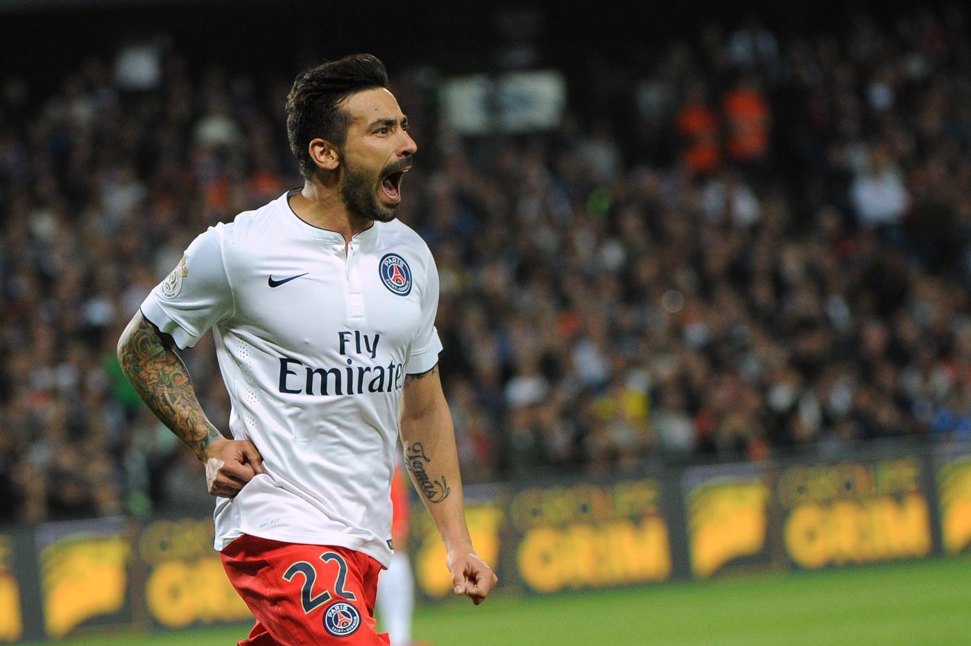 Manchester United 'make transfer offer to Paris St Germain forward Ezequiel Lavezzi'