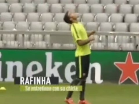 Lionel Messi left impressed with Barcelona teammate Rafinha's juggling skills – with chewing gum