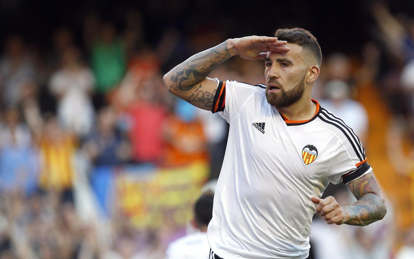 Nicolas Otamendi 'wants to complete summer transfer from Valencia to Manchester United'