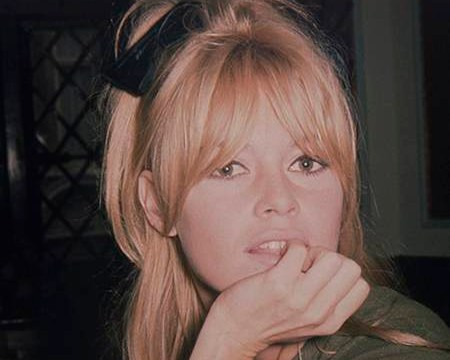 These unseen photos of Brigitte Bardot in a London pub are everything